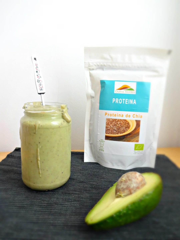 Smoothie de Abacate, Banana e Proteína de Chia Outros Montes