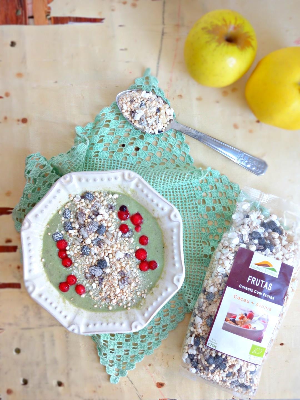 Tigela de Iogurte, Maçã, Espinafres com Cereais Cacau e Aronia Outros Montes