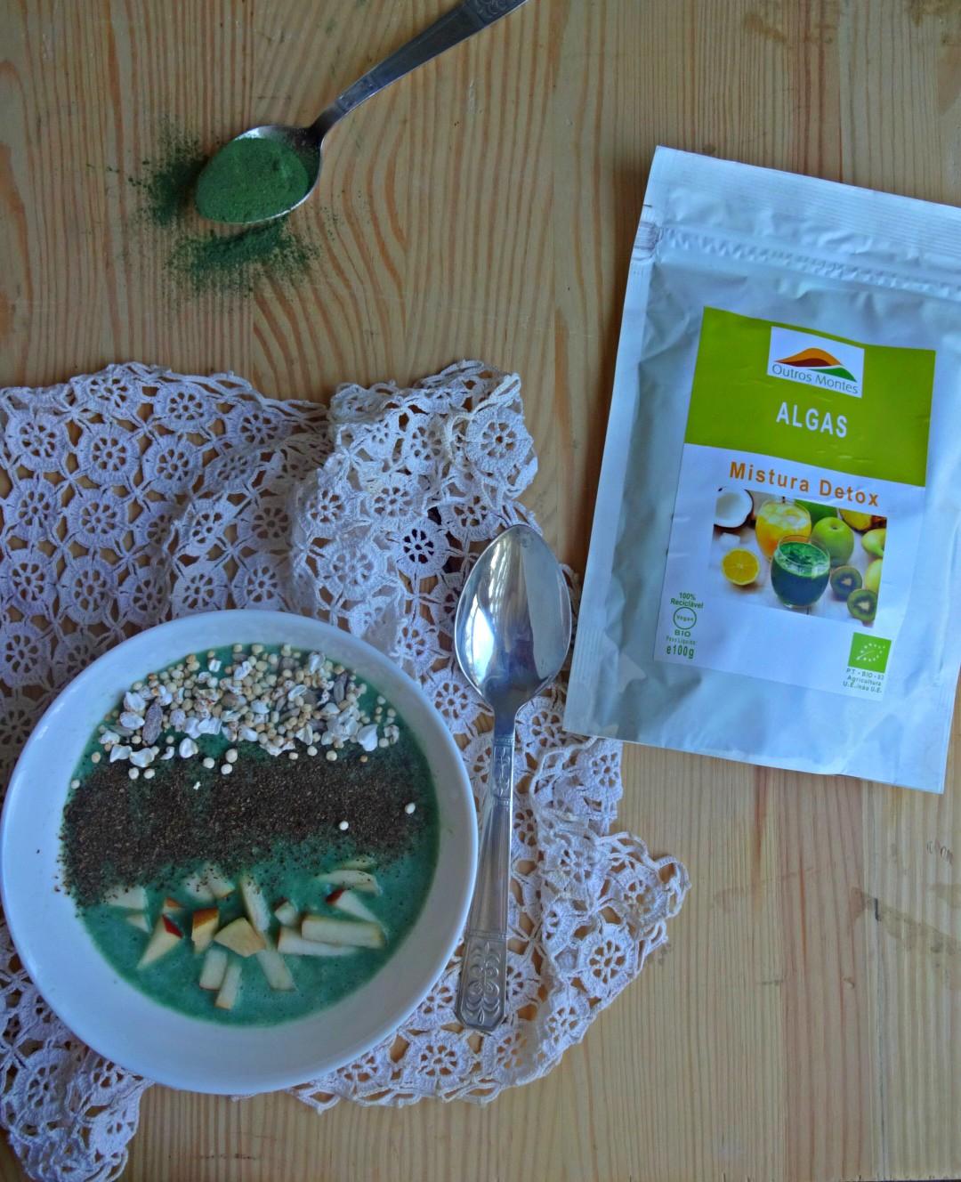 Tigela verde de banana, maçã e Mistura Detox Outros Montes