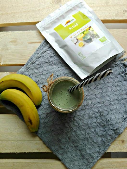 Smoothie de banana e Mistura Detox Outros Montes