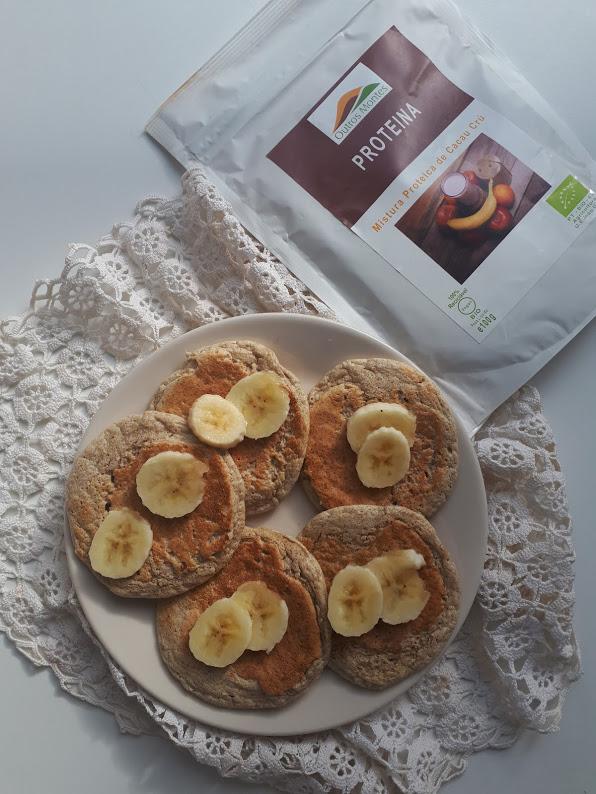 Panquecas de aveia, banana e Mistura Proteica de Cacau Cru em Pó Outros Montes
