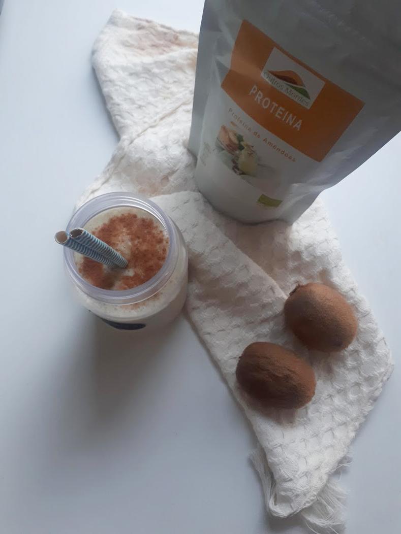 Smoothie de banana, kiwi e Proteína de Amêndoa Outros Montes